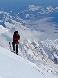 Hintergrundbilder Berg Bergsteigen Mann Bergsteiger Schnee sportliches