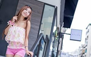 Fotos Asiatisches Bokeh Braune Haare Brille Lächeln Posiert junge Frauen