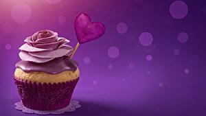 Papéis de parede Dia dos Namorados Doçarias Pequeno bolo Rosas Cupcake Cor de fundo Coração Alimentos