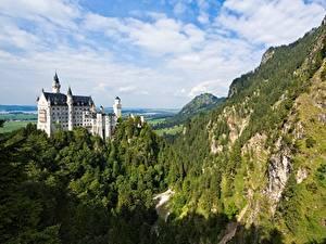 Hintergrundbilder Schloss Neuschwanstein Deutschland Burg Gebirge Wälder Felsen Bayern Natur