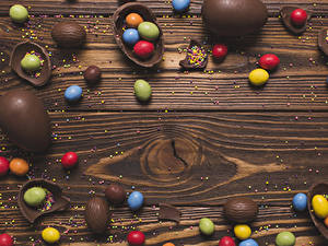 Bilder Ostern Schokolade Bonbon Süßware Bretter Ei