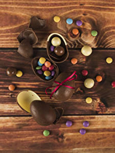 Papéis de parede Páscoa Bala (doce) Chocolate Tábuas de madeira Ovo Alimentos