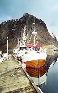 Bilder Lofoten Norwegen See Seebrücke Motorboot Felsen Spiegelung Spiegelbild Natur