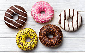 Fotos Donut Süßigkeiten Schokolade Zuckerguss Bretter