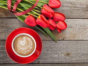Hintergrundbilder Feiertage Tulpen Kaffee Cappuccino Bretter Rot Tasse Herz Blumen