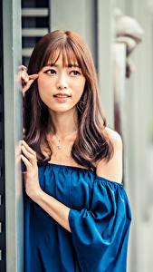 Fotos Asiatische Blick Unscharfer Hintergrund Braune Haare Mädchens