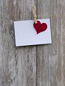 Papel de Parede Desktop Dia dos Namorados Tábuas de madeira Prendedor de roupas Folha de papel Coração