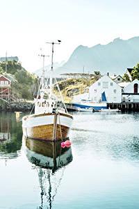 Fotos Norwegen Lofoten Haus Bootssteg Flusse Motorboot Reine Städte