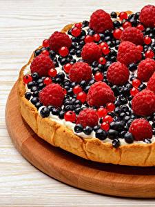 Bilder Backware Obstkuchen Beere Himbeeren Heidelbeeren Schneidebrett Lebensmittel