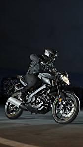 Hintergrundbilder Yamaha Motorradfahrer Helm Nacht 2016-17 MT-125 Motorrad