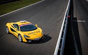Bakgrundsbilder på skrivbordet McLaren Tuning Gul 2017 540C Coupe Safety Car automobil
