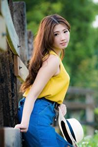 Bilder Asiatisches Unscharfer Hintergrund Braunhaarige Starren Der Hut Mädchens