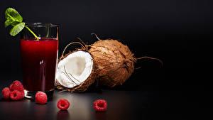 Hintergrundbilder Saft Himbeeren Kokos Schwarzer Hintergrund Trinkglas Lebensmittel
