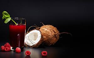 Hintergrundbilder Fruchtsaft Himbeeren Kokosnuss Schwarzer Hintergrund Trinkglas