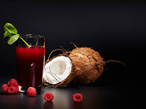 Hintergrundbilder Fruchtsaft Himbeeren Kokosnuss Schwarzer Hintergrund Trinkglas Lebensmittel