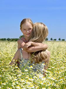 Bilder Mutter Acker Kamillen Kleine Mädchen Blond Mädchen Lächeln Mädchens