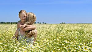 Bilder Mutter Acker Kamillen Kleine Mädchen Blond Mädchen Lächeln Kinder Mädchens