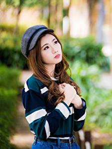 Fotos Asiatische Hand Baseballkappe Blick Unscharfer Hintergrund junge Frauen
