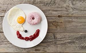 Fotos Donut Kreativ Teller Spiegelei Frühstück Lächeln Bretter Lebensmittel