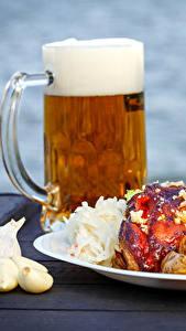 Bilder Bier Knoblauch Fleischwaren Gemüse Teller Becher Schaum