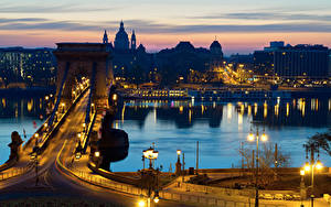 Bilder Budapest Ungarn Haus Flusse Brücken Nacht Straßenlaterne