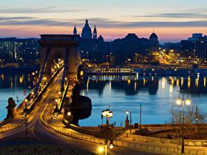 Bilder Budapest Ungarn Haus Flusse Brücken Nacht Straßenlaterne Städte