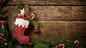 Hintergrundbilder Neujahr Bretter Ast Stiefel Kugeln Geschenke