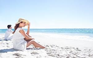 Bilder Strand Der Hut Sitzend Sand Mädchens