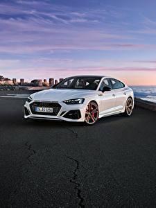 Hintergrundbilder Audi Weiß Metallisch 2019-20 RS 5 Sportback Worldwide Autos