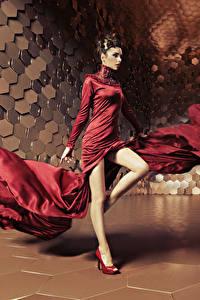 Fonds d'écran Aux cheveux bruns Les robes Danse Jambe