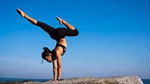 Bilder Gymnastik Brünette Bein Körperliche Aktivität Yoga Mädchens