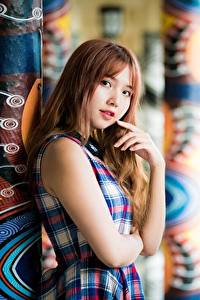 Bilder Asiatische Braunhaarige Hand Starren Mädchens