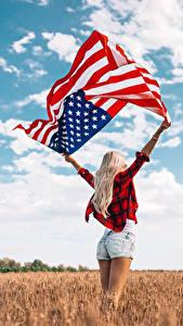 Hintergrundbilder Felder USA Flagge Hand Blond Mädchen Shorts