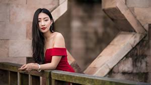 Bilder Asiaten Posiert Haar Starren Brünette junge frau
