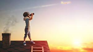 Hintergrundbilder Junge Helm Brille Dach Kinder