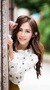 Hintergrundbilder Asiaten Bokeh Starren Lächeln Hand junge Frauen