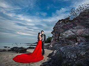 Hintergrundbilder Asiatisches Mann Felsen Zwei Umarmen Kleid Mädchens