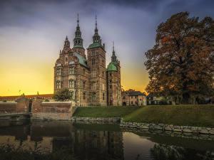 Fotos Dänemark Kopenhagen Burg Teich Sonnenaufgänge und Sonnenuntergänge Bäume castle Rosenborg Städte
