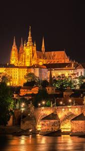 Fotos Prag Tschechische Republik Gebäude Fluss Brücken Karlsbrücke Straßenlaterne Nacht