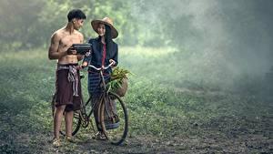 Bilder Asiatische Mann 2 Fahrrad Der Hut Brünette Nebel