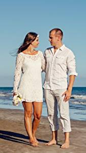 Image Lovers Men Hug Beach Two Girls