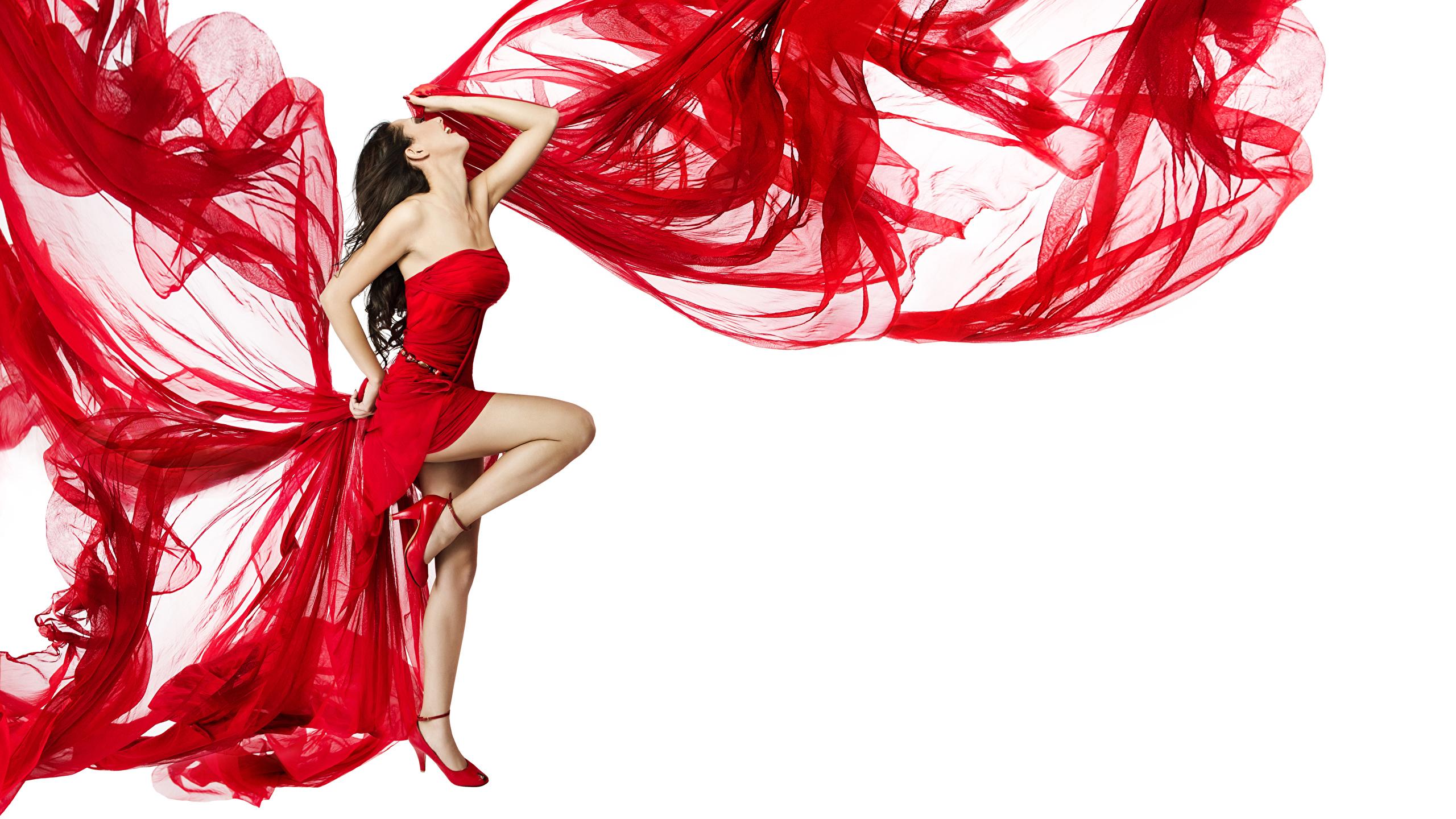 Hintergrundbilder Braune Haare Tanzen Mädchens Bein Weißer hintergrund Kleid 2560x1440 Braunhaarige Tanz