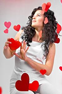 Fonds d'écran Saint-Valentin Aux cheveux bruns Les robes Cœur
