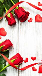 Hintergrundbilder Rosen Bretter Rot Herz Band Blumen