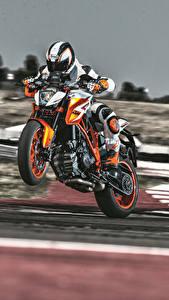 Bilder KTM Motorrad Motorradfahrer Helm 2016 1290 Super Duke R Special Edition Motorrad
