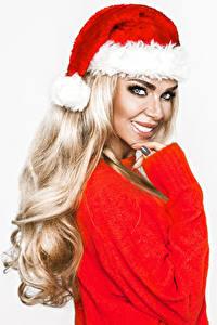Hintergrundbilder Neujahr Weißer hintergrund Blondine Lächeln Blick Mütze junge Frauen