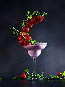 Picture Mixed drink Strawberry Gray background Stemware Design Food