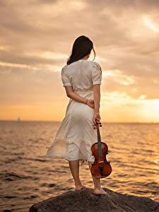 Fotos Meer Morgendämmerung und Sonnenuntergang Stein Violine Kleid Yaroslav Kotov Natur