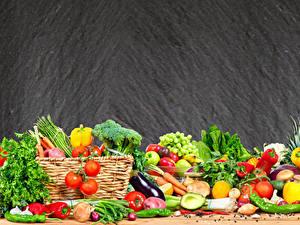 Bilder Obst Gemüse Tomate Peperone Weintraube Zwiebel Weidenkorb
