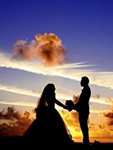 壁纸、、朝焼けと日没、空、男性、恋人、雲、シルエット、2 二つ、新郎、花嫁、